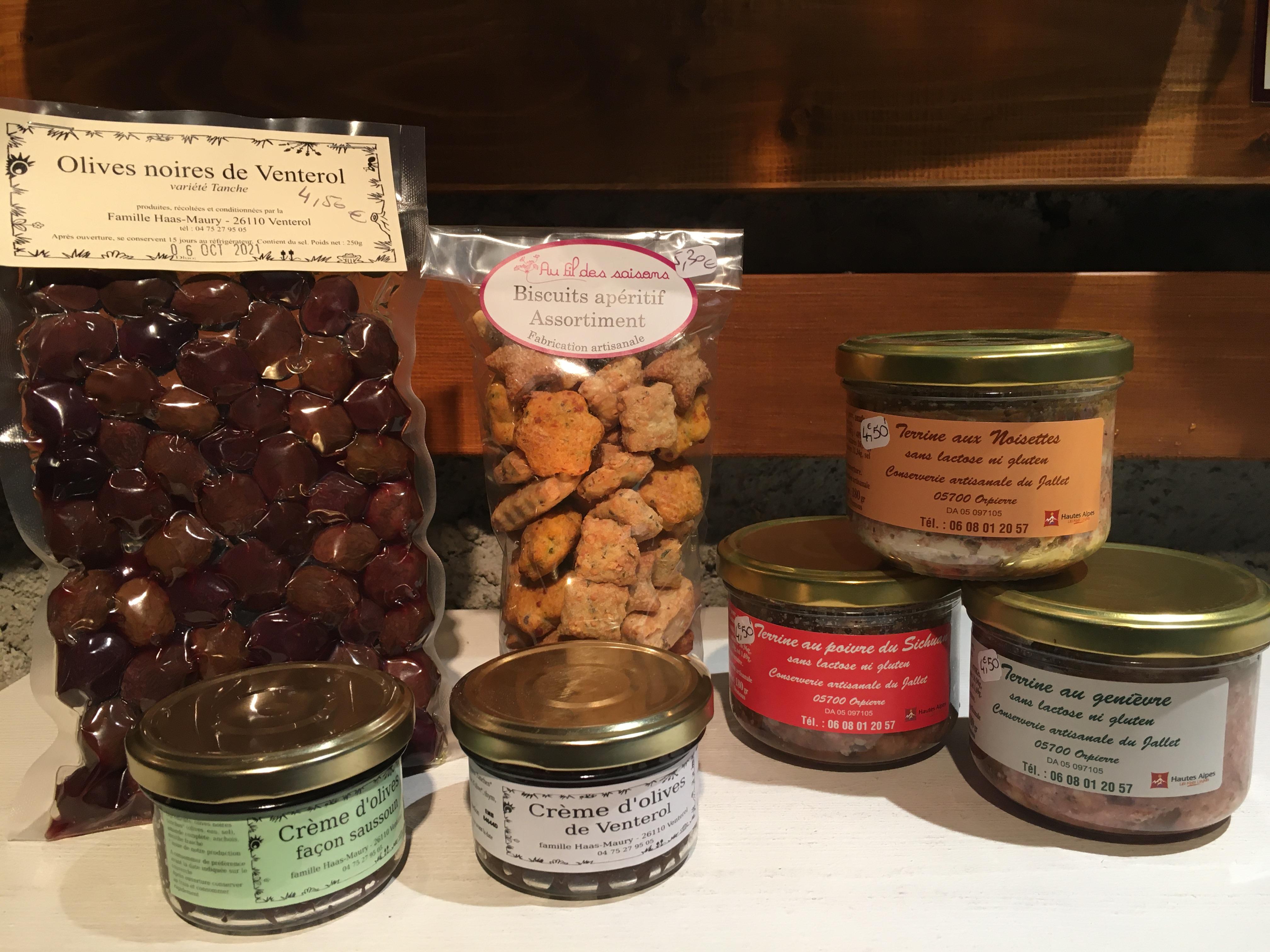 Olives tanche 4,50€/250g - tapenade nature ou saussoum 3,90€/90g - Terrine genièvre, poivre sichuan ou noisette 4,50€/180g - biscuits apéro 5,30€/ 150g-
