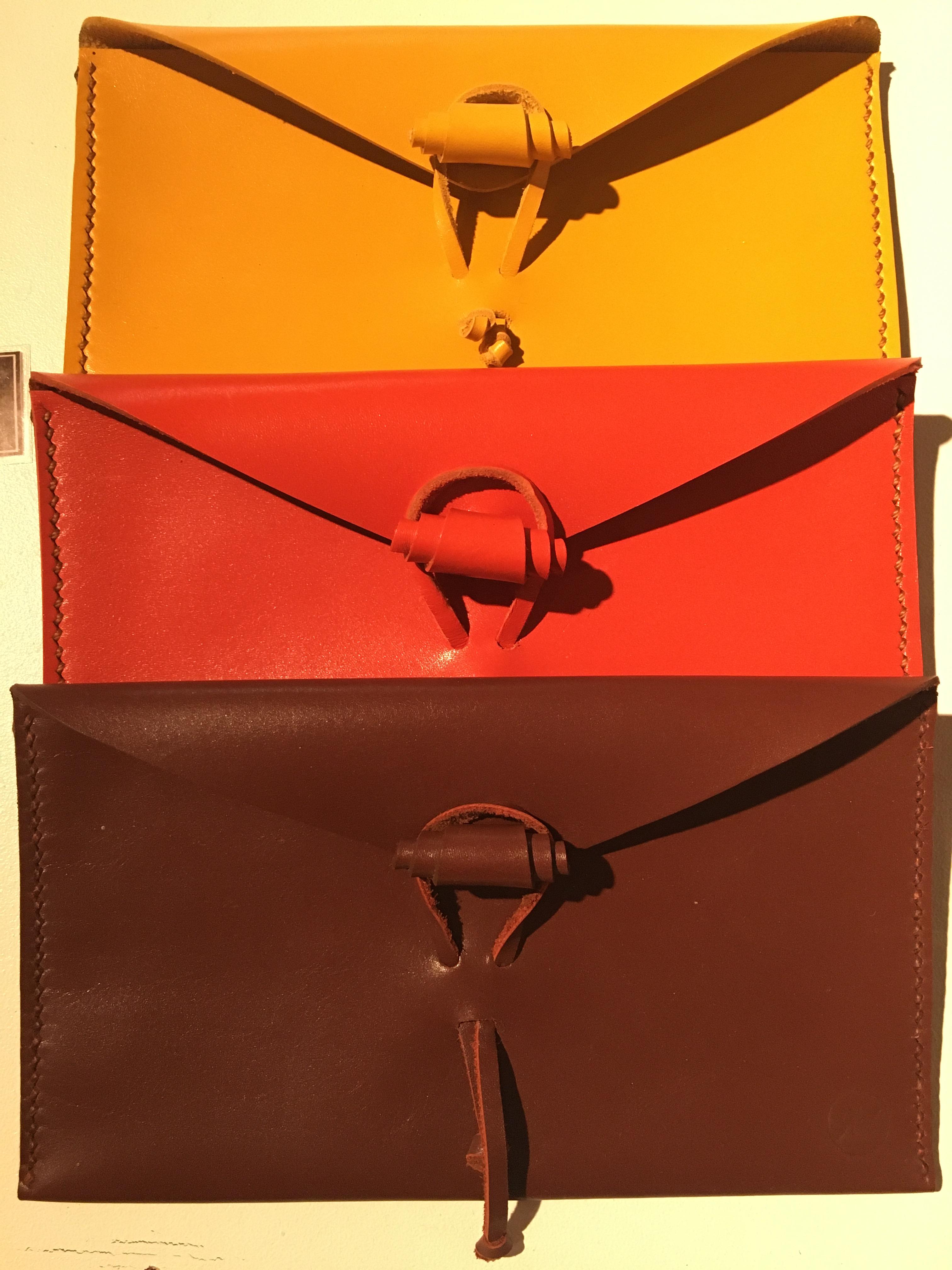 Pochette cuir l'unité :PM (14x11cm) ref.Hoam/pochette/30€-GM (20x11cm) ref.Hoam/pochette/35€